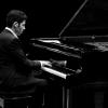 Notre pianiste vous garantit une ambiance musicale cosy en interprétant des thèmes classiques et des standards de jazz