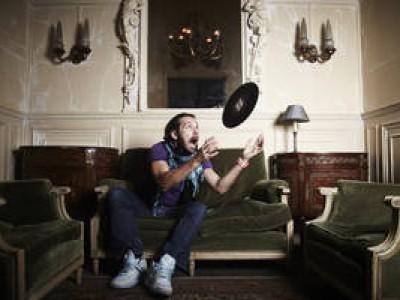 AXEL BURKLEY chez vous pour un concert en appartement